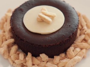 VEGAN CHOCOLATE SOUFFLÉ Featured Image